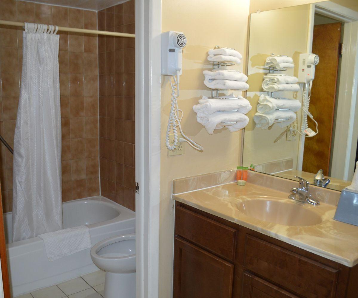 Tarpon Shore Inn Full bathroom